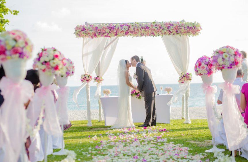 motivos para hacer tu boda chic en la playa