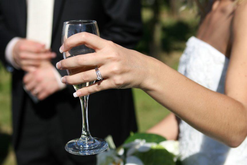 Cómo lograr el maridaje ideal para tu boda con vino tinto