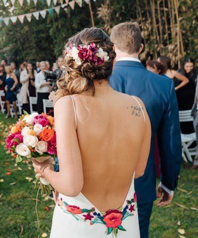 Vestido de novia bordado de flores